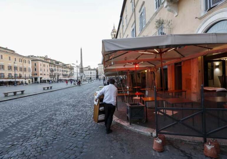 İtalyanlar karantinada hayatı yaşamanın yollarını üretiyorlar