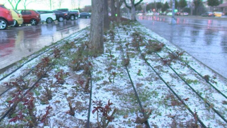 İstanbulda son durum Dolu başladı... Maltepede kar yağışı etkili oluyor