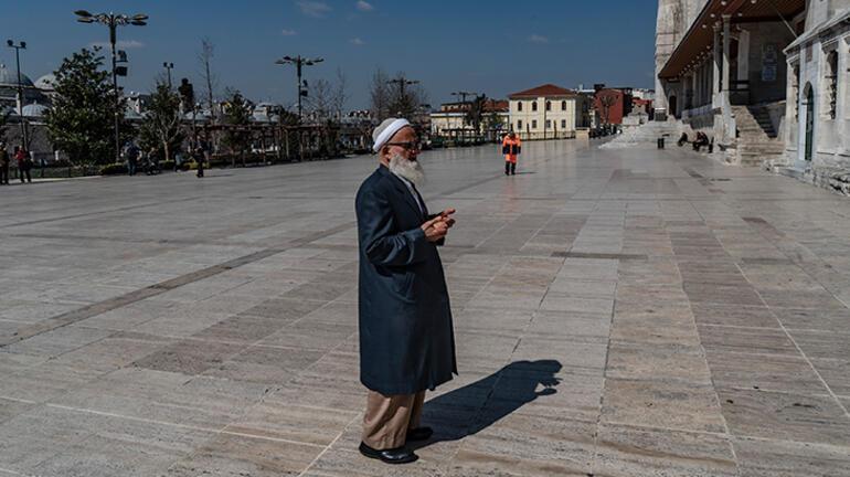 Camiler kapalı kaldı, Cuma namazı kılınmadı