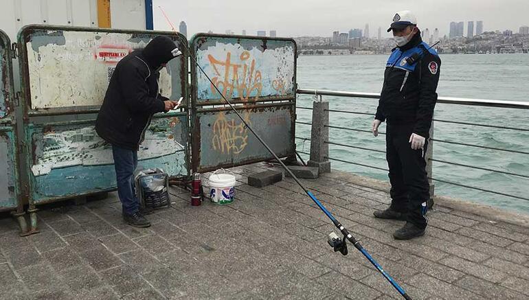 Bariyerlerin arkasına saklanıp balık tutmak istedi Yakalandı...