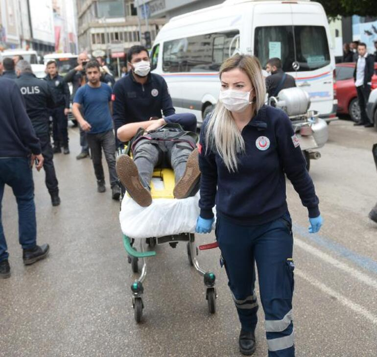 Caddede yarışırken sivil polis aracına çarptılar: 2si polis 3 yaralı