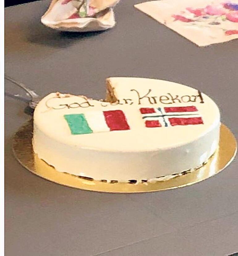 Apar topar gönderildi aşırı sağcılar pasta kesti