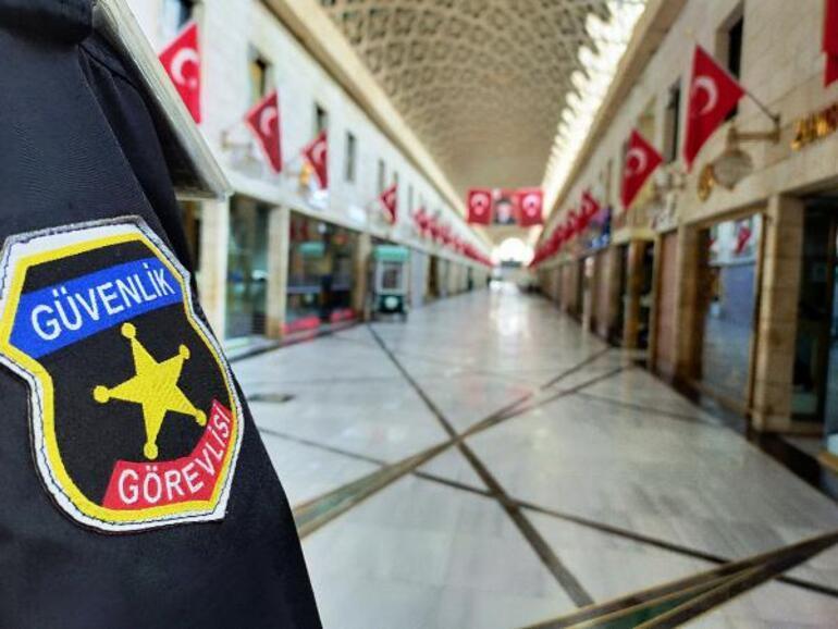 Corona virüs nedeniyle kapalı olan tarihi çarşıda güvenlik önlemleri artırıldı