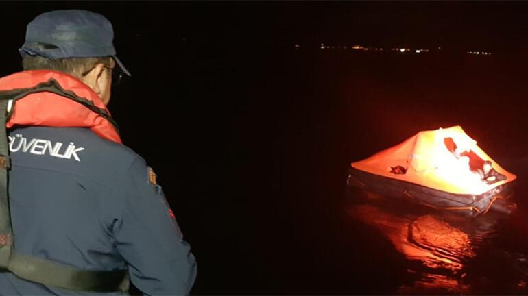 Yunan sahil güvenliğinin Türk kara sularına bıraktığı sığınmacıları kurtarıldı