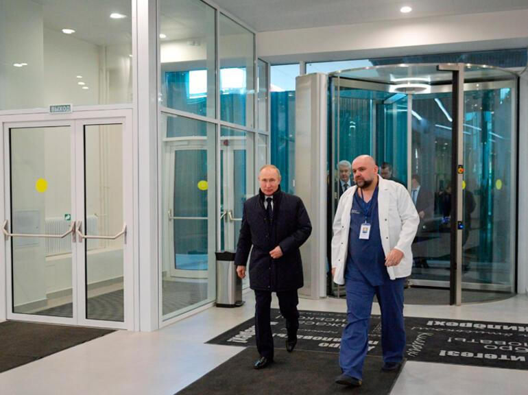 Son dakika... Putine hastane gezdiren doktor corona virüs çıktı