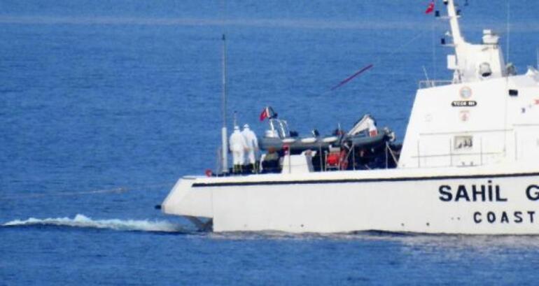 Yunan askeri, göçmenlerin yakıtını alarak deniz ortasında bıraktı