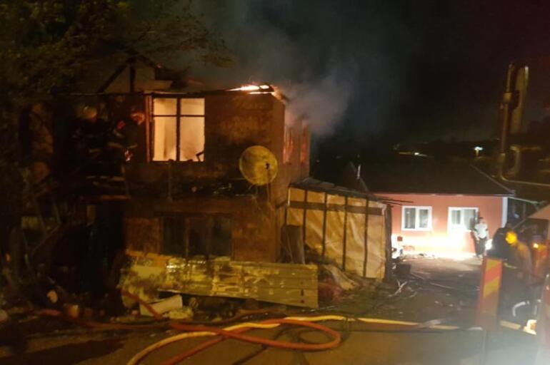 Son dakika haberi: Sakaryada yangın çıkan evde 9 yaşındaki çocuk öldü