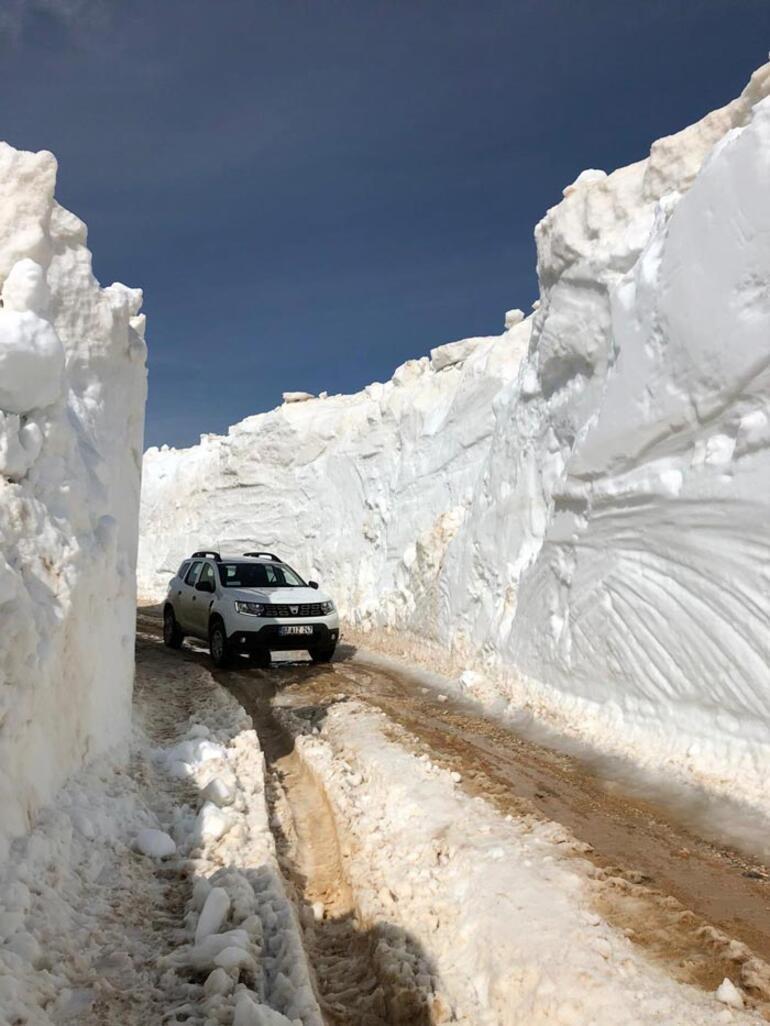 Burada kar yaz aylarında bile erimiyor Tatil cennetinde şoke eden görüntü