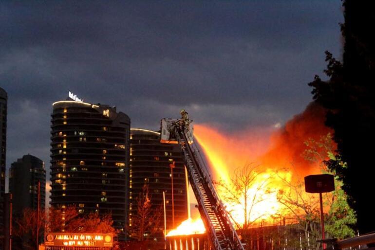 Son dakika   İstanbulda korkutan yangın Her yeri sardı