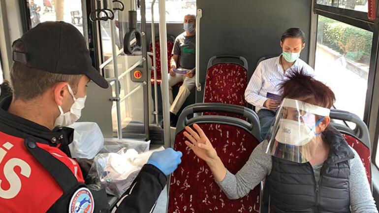 Adana polisinden maske ve broşür