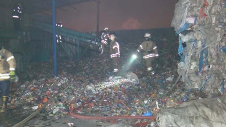 Ümraniyede katı atık toplama merkezinde korkutan yangın
