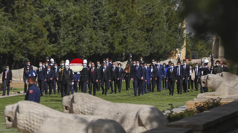 Bakan Kasapoğlu, Anıtkabiri ziyaret etti