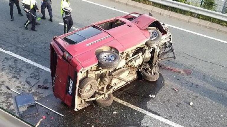 Son dakika... Trabzon'da minibüs durağa çarpıp Ölü ve yaralılar var