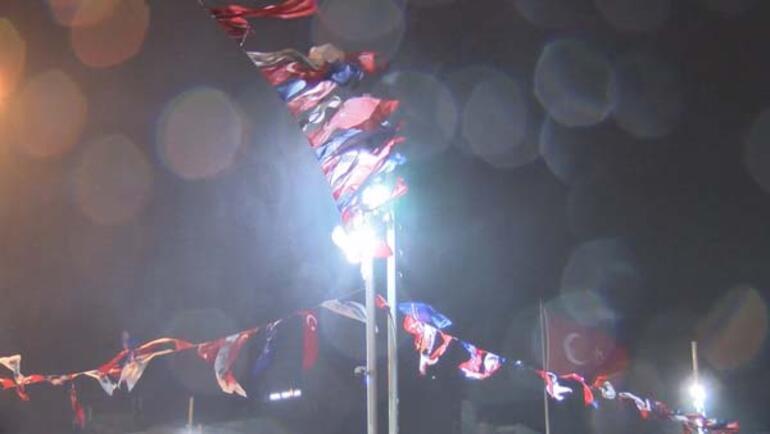 İstanbulda rüzgar ve yağmur etkisini gösterdi