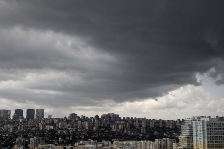 İstanbulda dolu sürprizi: Korkutan bulutlar böyle görüntülendi