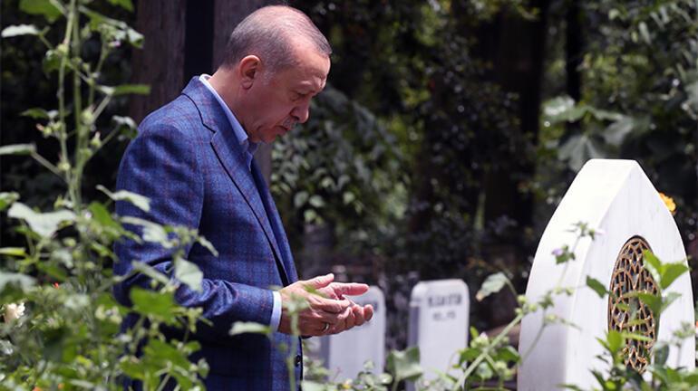 Cumhurbaşkanı Erdoğan babasının ve annesinin kabristanını ziyaret etti