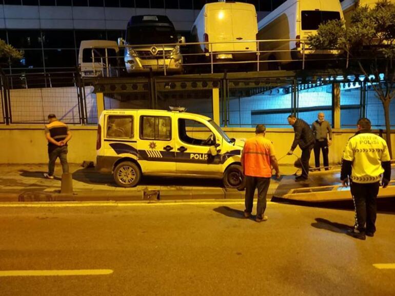 Sancaktepede polis otomobili yan yattı