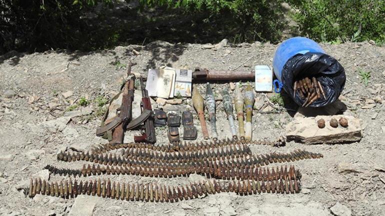 Hakkaride PKKlı teröristlere ait silah ve mühimmat ele geçirildi