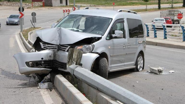 Elazığ'da feci kaza Otomobil üst geçitten düştü
