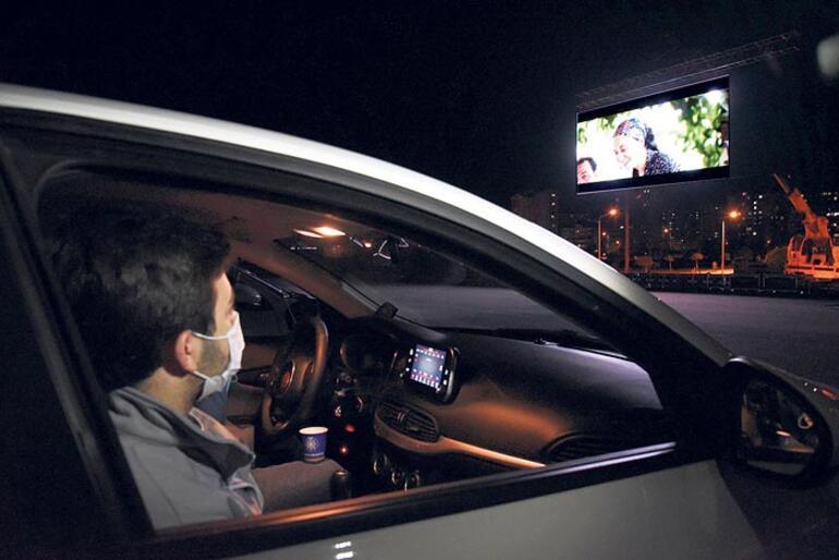 Selçuklu'da arabalı sinemaya rekor katılım