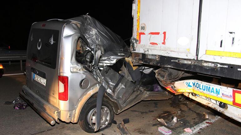 Çok feci kaza Freni patlayan araç TIRın altına girdi