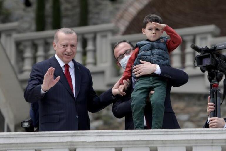 Son dakika Gençler Boğazda Cumhurbaşkanı Erdoğanı selamladı
