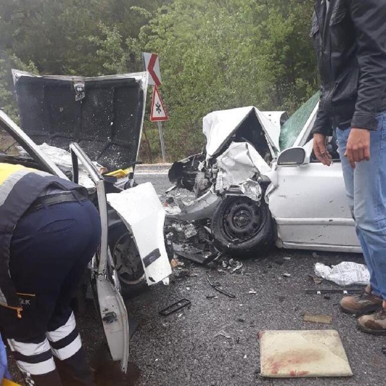 Ankarada otomobiller çarpıştı: 2 ölü, 3 yaralı