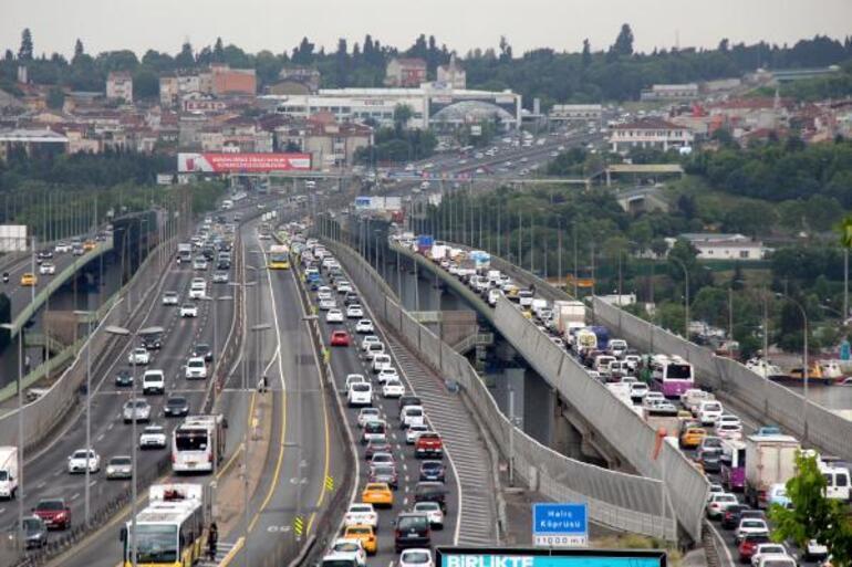 Son dakika Haliç Köprüsünde trafiği kilitleyen yangın...