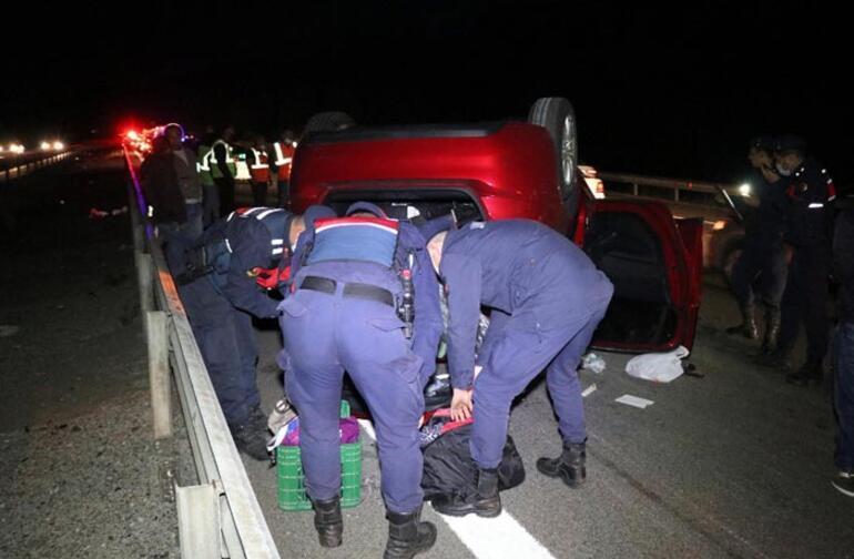 TEMde hafif ticari araç ile otomobil çarpıştı: 5 yaralı