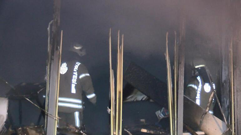 İstanbulda gece yarısı korkutan yangın Ekipler oraya koştu