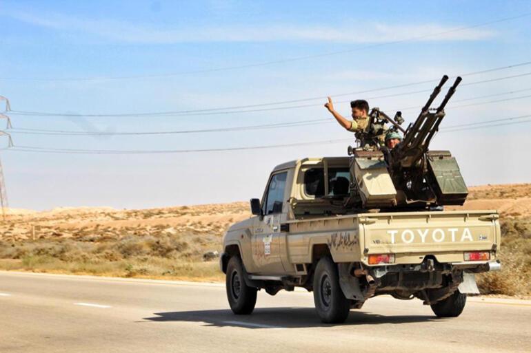 Kuşatma başlıyor Libya ordusu Sirteye ilerliyor