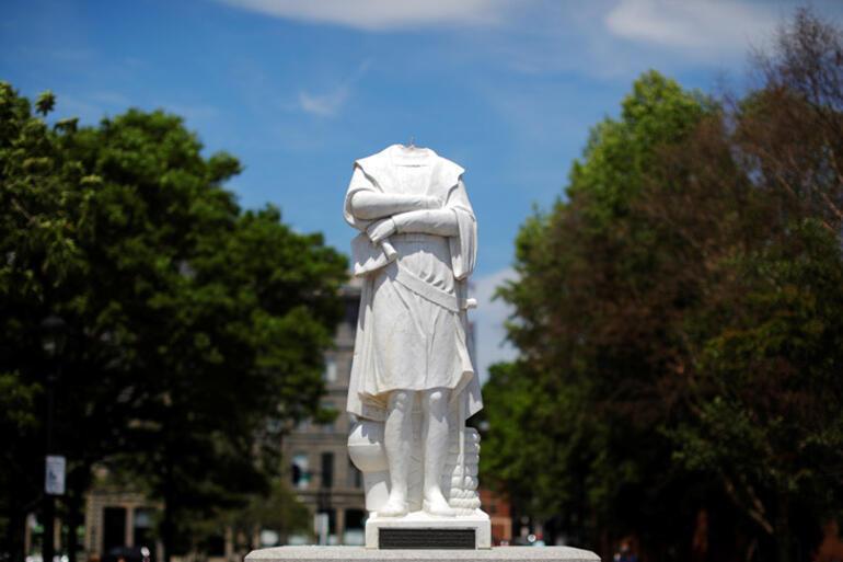 Fırtına dinmiyor Kristof Kolomb heykelinin kafası koparıldı, bir diğeri yıkıldı