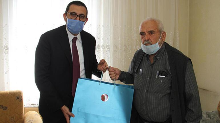 Cuma namazı için stada alınmayan dedeye Cumhurbaşkanı Erdoğandan hediye