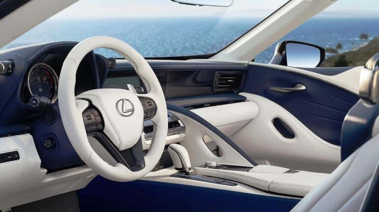 Lexus üstünü açtı