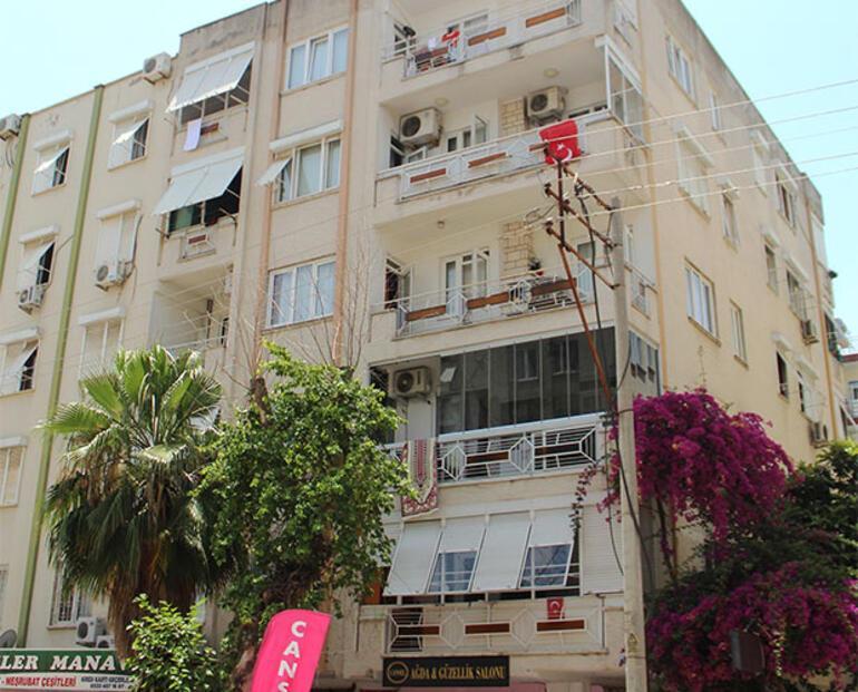 Antalyada 10 dairenin bulunduğu bina karantinaya alındı