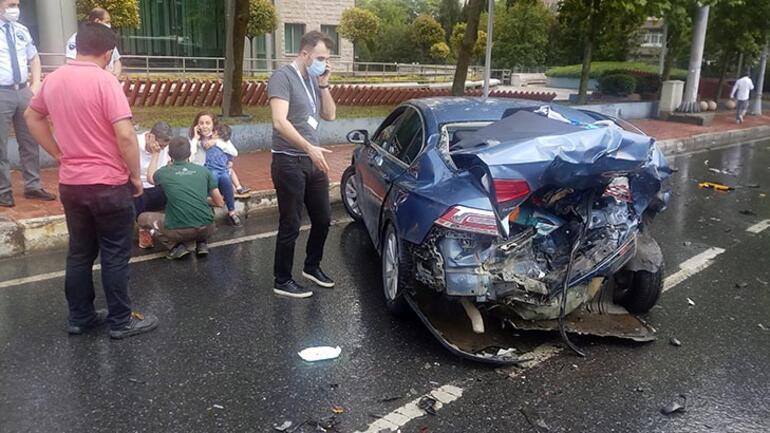 Son dakika... Şişlide taksi ile otomobil çarpıştı Kazada küçük çocuk şoka girdi