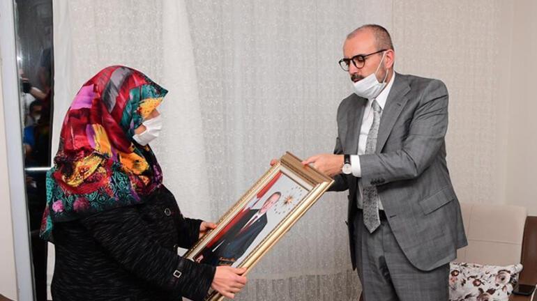Cumhurbaşkanı Erdoğan, yüzüğünü Milli Dayanışma Kampanyasına bağışlayan kadına aynı yüzüğü hediye etti