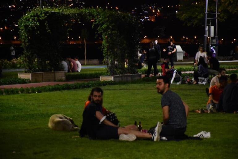 İzmirliler maske takma kuralına uymadı