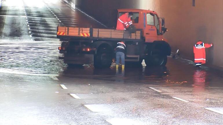 Son dakika... İstanbulda yağmur Hortum oluştu, yollar göle döndü
