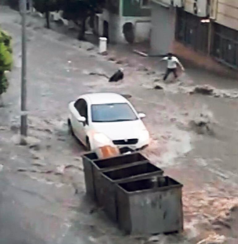 İstanbul'da 'Süper Hücre Fırtınası' hayatı felç etti: Faciadan dönüldü
