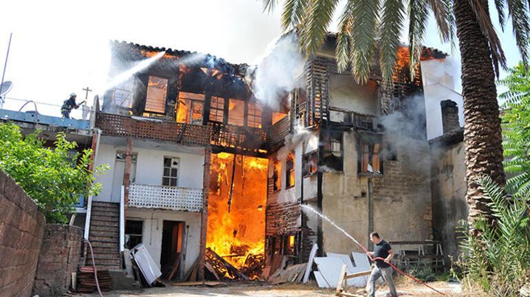 Tarihi binayı ateşe verdi, yakmadan duramıyorum dedi