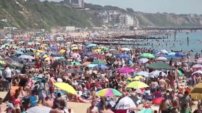 İngilterede güneşi gören plajlara akın ediyor
