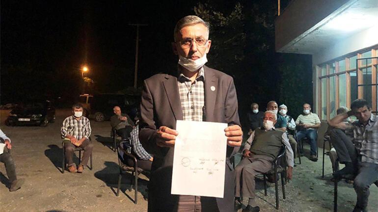 Sakaryada imama küsen mahalleli namazı camide değil kıraathane önünde kıldı