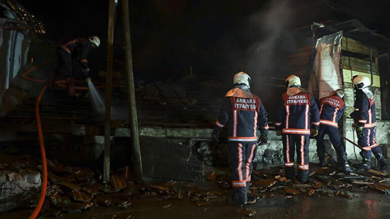 Ankarada yangın 3 gecekondu birden yandı