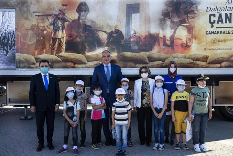Bakan Ersoy, Kamyon Tiyatrosunu Ankaradan uğurladı