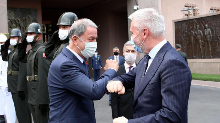 Milli Savunma Bakanı Hulusi Akar, İtalya Savunma Bakanı ile bir araya geldi