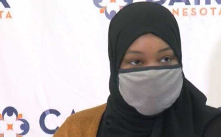 Müslüman kadının bardağına DEAŞ yazıldı