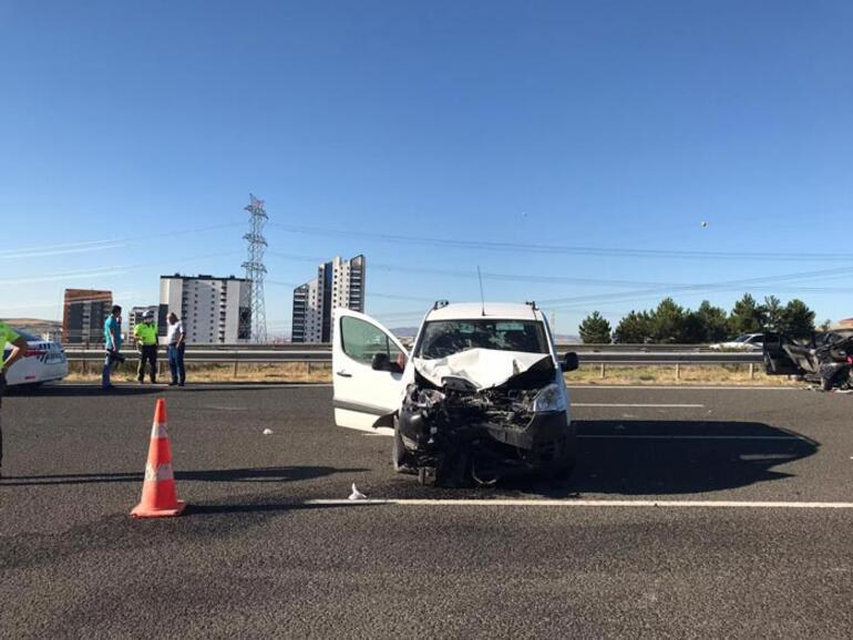 Otomobil paramparça oldu Başkentte feci kaza