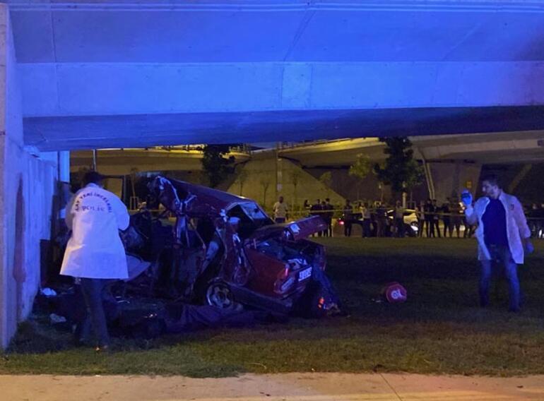 Otomobil hurdaya döndü İstanbulda feci kaza