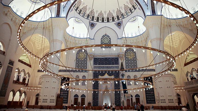 Büyük Çamlıca Camisinde 15 Temmuz şehitleri için mevlit okutuldu